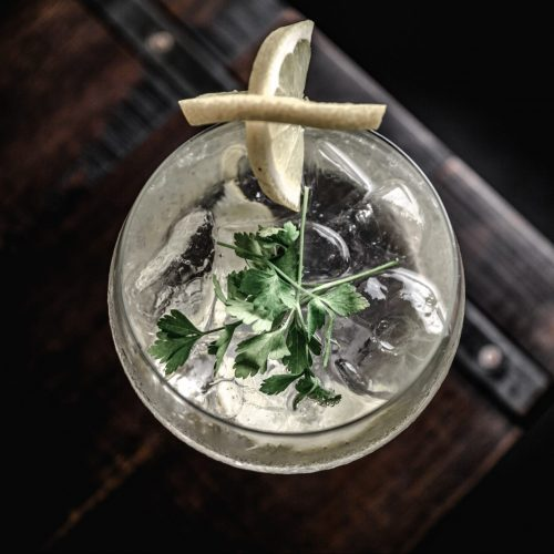 recipe for a glass of cbd gin & tonic cocktail